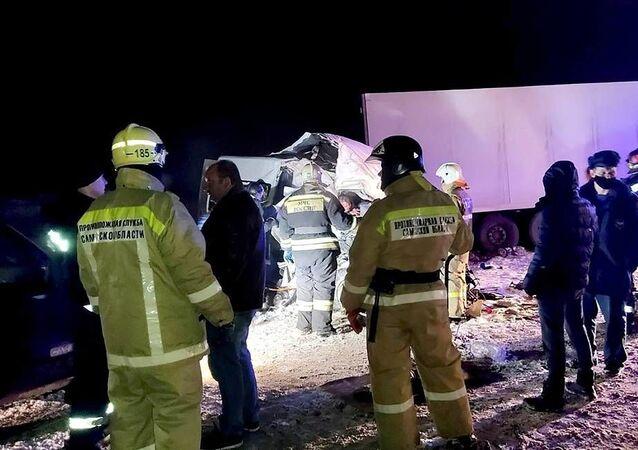 Rusya'nın Samara bölgesinde otobüsilekamyonunçarpışması sonucu hayatını kaybedenlerin sayısı 12'ye yükseldi.