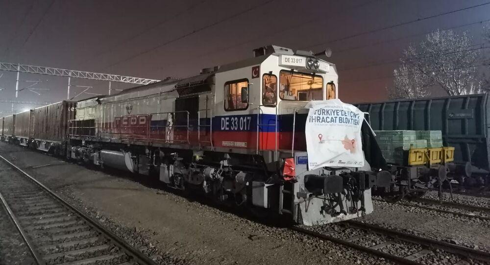 Türkiye'den Çin'e  ve ilk kez  Rusya'ya gidecek olan bor yüklü ilk blok ihracat treni Kayseri'ye ulaştı.