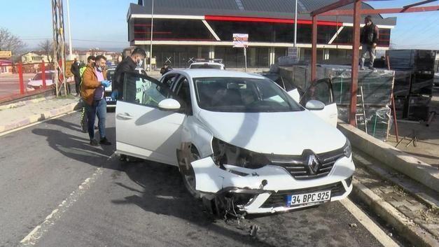 Çatalca'da polisin 'dur' ihtarına uymayarak kaçmaya çalışan şüphelilerden silahla yaralanan kişi hayatını kaybetti.