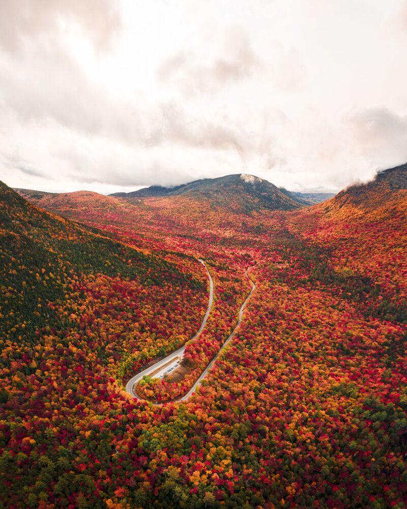 2020 Yılının Seyahat Fotoğrafçısı Yarışması'nın Genç Seyahat Fotoğrafçısı 15-18 Yaş kategorisinde birincilik kazanan ABD'li fotoğrafçı Ben Skaar'ın fotoğrafında ABD'nin New Hampshire eyaletinin sonbahar manzarası görüntülendi