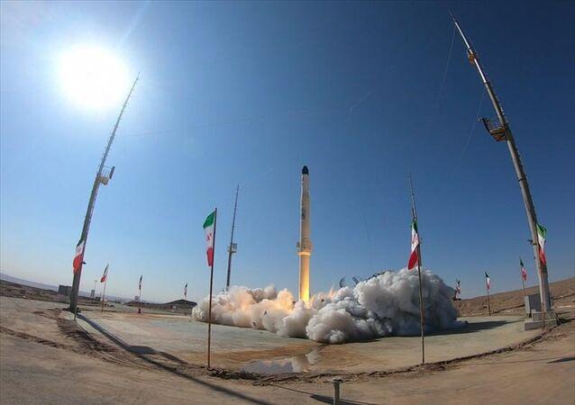 İran Zülcenah adını verdiği ve katı ile sıvı yakıtla çalışabilen motora sahip yeni uydu taşıyıcısını test etti.
