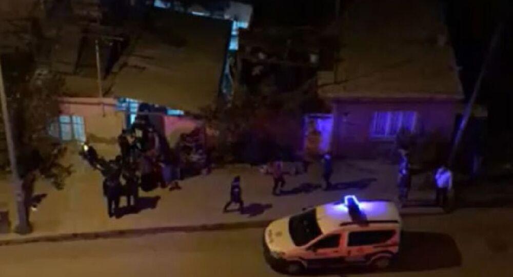 50 metrekare avluda 100 kişilik düğün törenine polis baskını