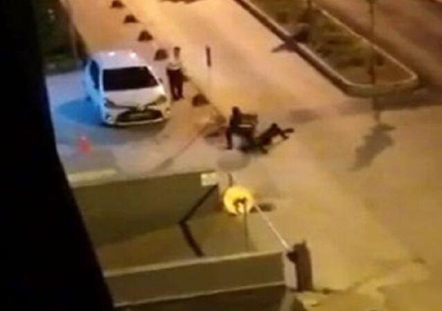 Polis memurunu telsizle darp
