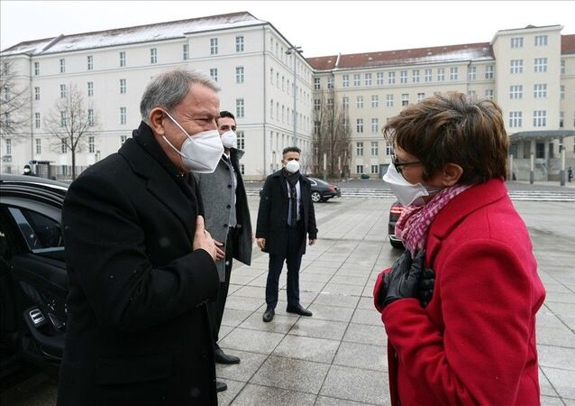 Milli Savunma Bakanı Hulusi Akar - Almanya Savunma Bakanı Annegret Kramp Karrenbauer
