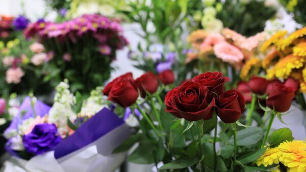kırmızı gül, çiçekçi, çiçek, çiçek buketi,  - Sputnik Türkiye