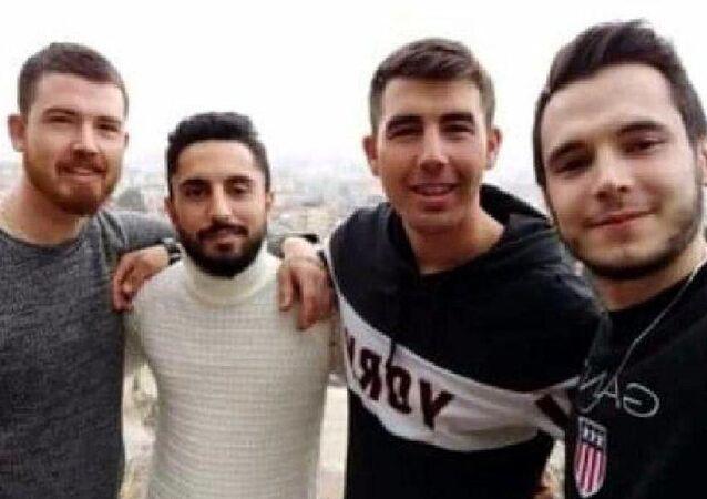 Manisa'nın Ahmetli ilçesinde yan yana cansız bedenleri bulunan 4 arkadaştan üçünün ölmeden kısa süre önce çektikleri veda videosunda seslendikleri 'Mert',  ölen gençlerden Neşet Dalgın'ın (24), Suriye'de uzman onbaşı olarak görev yapan kardeşi Mert Dalgın (23) çıktı.