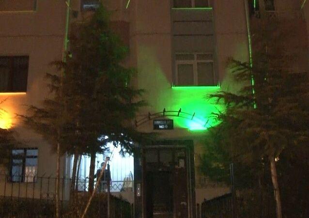 Ankara'nın Keçiören ilçesinde 21 daire bulunan bir binada 6 kişinin koronavirüs testi pozitif çıktı. Bina mutasyonlu virüs iddiasıyla karantinaya alınırken, koronavirüsün apartman toplantısı yapılması nedeniyle yayıldığı ileri sürüldü.
