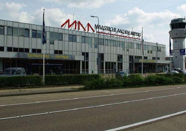 Hollanda'ya Londra'dan gelen uçağın iniş takımı bölmesinde kaçak yolcu bulundu