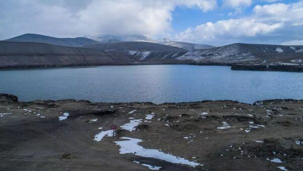 Dünyanın en derin üçüncü gölü olan Acıgöl'de kuraklık nedeniyle derin yarıklar oluştu - Sputnik Türkiye