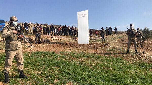 Göbeklitepe yakınlarında bulunan metal blok monolit  - Sputnik Türkiye