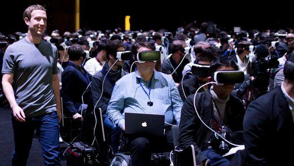 Mark Zuckerberg, Facebook'un artırılmış ve sanal gerçeklik (AR ve VR) çalışmalarıyla ilgili bir tanıtımda - Sputnik Türkiye