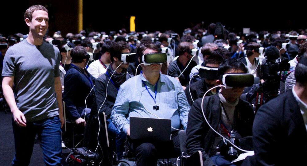Mark Zuckerberg, Facebook'un artırılmış ve sanal gerçeklik (AR ve VR) çalışmalarıyla ilgili bir tanıtımda