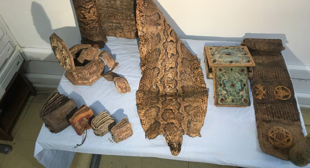 Orta Çağ'dan kalma piton derisi