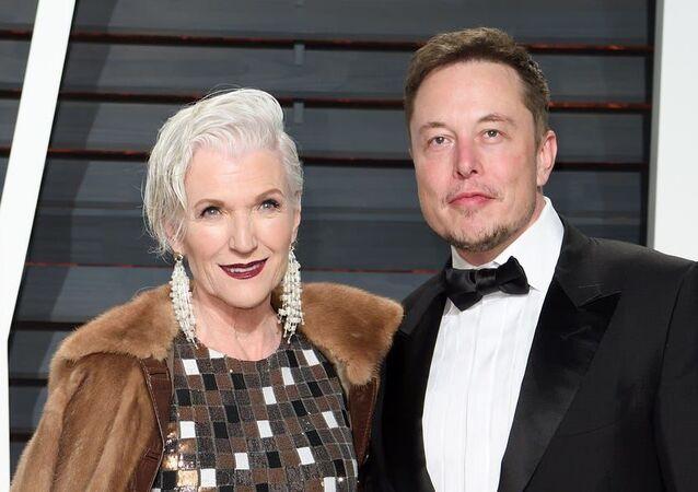 Dünyanın en zengin insanları arasında yer alan ünlü iş insanıElon Musk'ın annesi model ve yazarMaye Musk