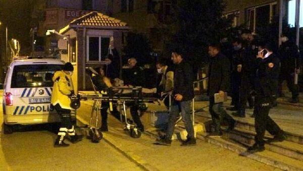 Uşak'ta tartıştığı eşi Gökhan A. tarafından tabancayla yaralanan 34 yaşındaki G.A., ağır yaralı olarak hastaneye kaldırıldı. Gökhan A. (35) ise gözaltına alındı. - Sputnik Türkiye