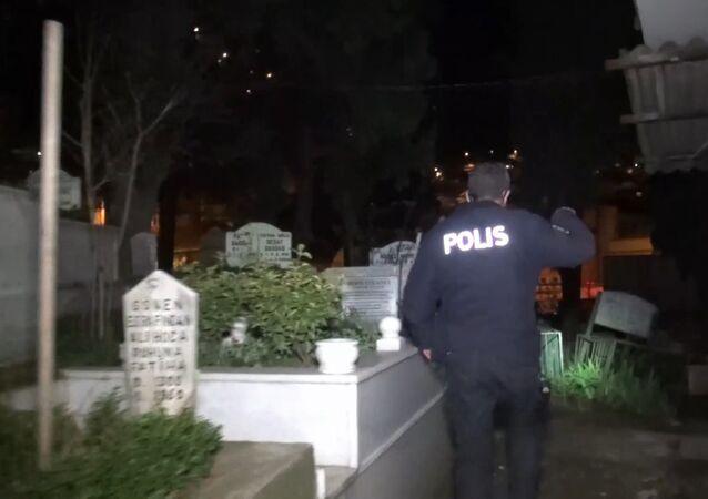 Bursa, Alacahırka mezarlığı, polis
