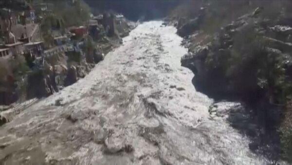 Hindistan'ınUttarakhand eyaletinin Chamoli bölgesinde buzul kopması sonucu meydana gelen heyelan veAlaknanda ile Dhauliganga nehirlerindeki taşma, binlerce kişinin tahliyesine yol açtı. - Sputnik Türkiye