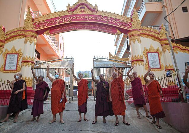 Myanmar-Budist rahipler