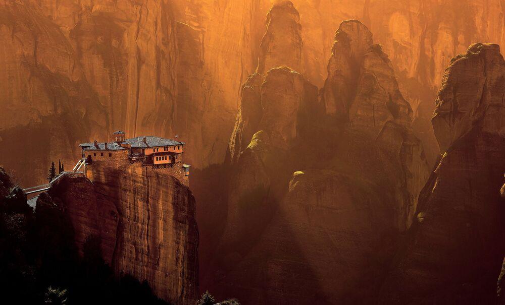 Yarışma kazananlarından Yunanistan'ın Meteora bölgesindeki Rousanou Manastırı'nın görüntüsü
