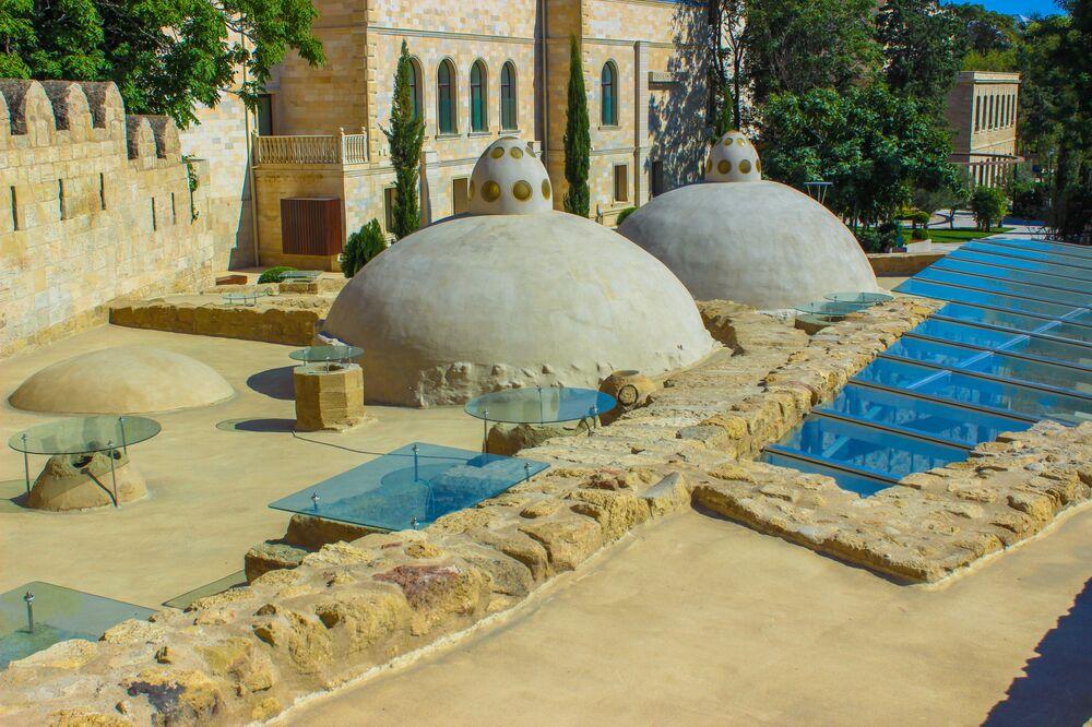 Yarışma kazananlarından Azerbaycan'ın başkenti Bakü'de yer alan 14. yüzyıla ait olan yer altı hamam kompleksinin görüntüsü