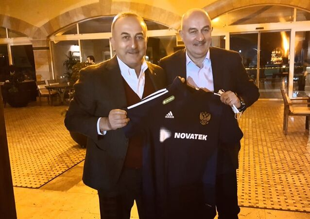 Rusya Milli Futbol Takımı Teknik Direktörü Stanislav Çerçesov - Dışişleri Bakanı Mevlüt Çavuşoğlu