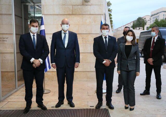 İsrail Dışişleri Bakanı Gabi Ashkenazi,resmi ziyaret kapsamında İsrail'e gelen Yunanistan Dışişleri BakanıNikosDendiasve Turizm Bakanı HarisTheoharisileDışişleri Bakanlığında bir araya geldi.