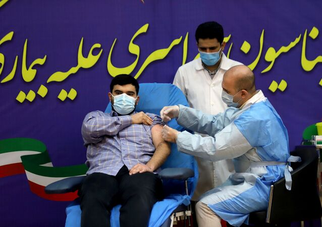 İran'da ilk Kovid-19 aşısı Sağlık Bakanı Nemeki'nin oğluna yapıldı