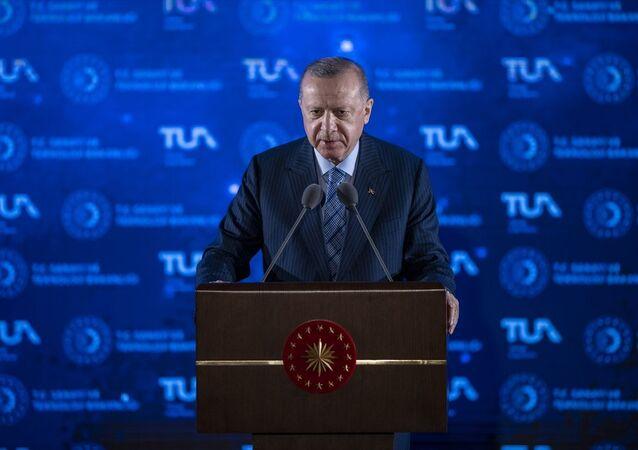 Türkiye Cumhurbaşkanı Recep Tayyip Erdoğan, Beştepe Millet Kongre ve Kültür Merkezi'nde düzenlenen Milli Uzay Programı Tanıtım Toplantısı'na katılarak konuşma yaptı.