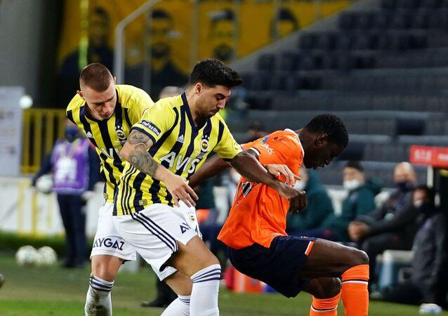 Ziraat Türkiye Kupası Çeyrek Final müsabakasında uzatmalarda Medipol Başakşehir'e 2-1 kaybeden Fenerbahçe kupaya veda etti.