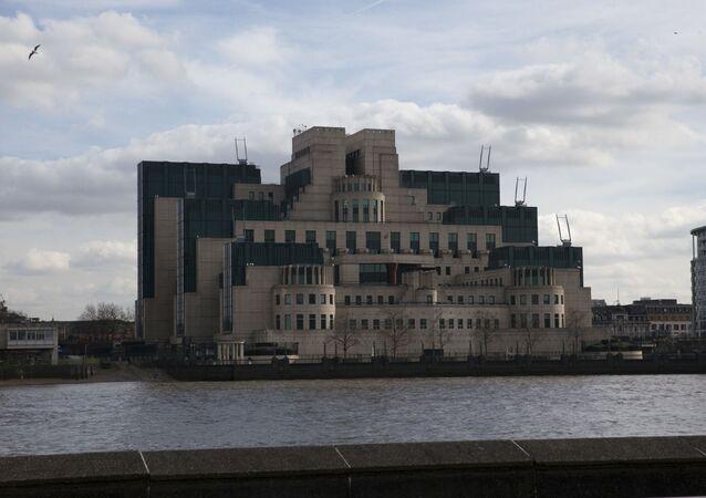 İngiliz İstihbat Servisi M16 ilk kez yabancı ajan alımı yapacak.