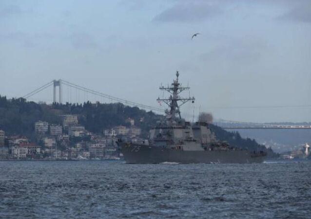 ABD savaş gemileri Boğaz'dan geçti