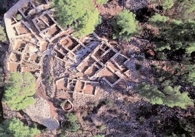 Bodrum'da bulunan 3 bin 500 yıllık Pedasa Antik Kenti, define avcıları tarafından talan edildi.