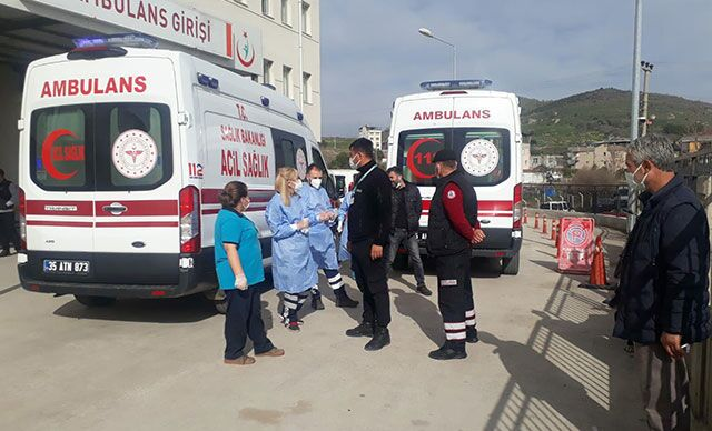 İzmir'in Bergama ilçesinde, cinnet getiren Baykent Ü. (42), eşi Saime Ü.'yü (40) bıçaklayarak öldürdü