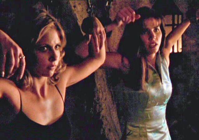 Buffy the Vampire Slayer dizisinde Buffy'yi canlandıranSarah Michelle Gellar ileCordelia Chase'i canlandıran Charisma Carpenter