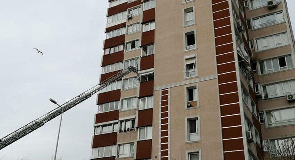 İstanbul'un Bahçelievler ilçesinde 14 katlı bir binanın 6. katında meydana gelen patlama
