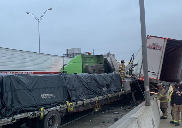 Teksas'ta 70'den fazla araç birbirine girdi