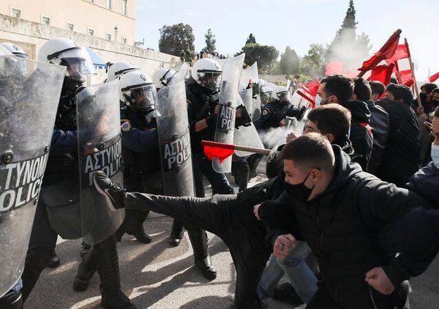 Yunanistan'da eğitim reformu paketi karşıtı protestolar