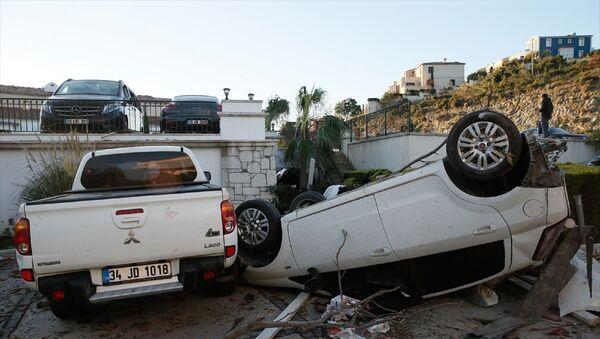İzmir Çeşme'de dün akşam meydana gelen hortum felaketinin etkileri - Sputnik Türkiye