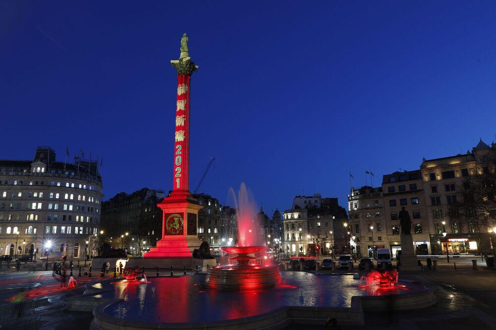 İngiltere'de sanatın ve kültürün simgesi Trafalgar Meydanı, Çin Yeni Yılı'nı diğer ismiyle bu yıl 12 Şubat'a denk gelen Bahar Festivali'ni kutlamak için ışıklarını kırmızıya çevirdi.