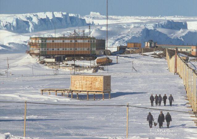 Antarktika'daki ilk Soviyet bilim istasyonu Mirnıy