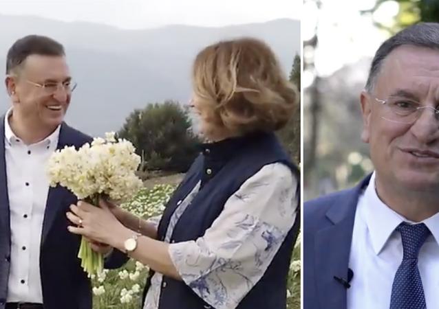Hatay Büyükşehir Belediye BaşkanıLütfü Savaş,14 Şubat Sevgililer Günü'nünde çiçek üreticilerine destek vermek amacıyla Antakya'da yetişen nergisleri alarak şehrin farklı ilçelerinde dağıtımını sağladı.