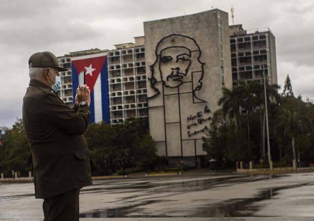 Küba, 'Soberana 2' adını verdiği kendi Kovid-19 aşısını üretecek