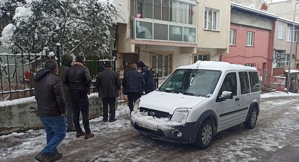 Polis, bina önü