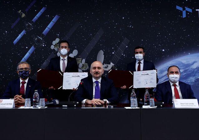 Ulaştırma Bakanı Karaismailoğlu, Ka Bant Milli Uydu Haberleşme HUB Sistemi ve Modem Geliştirilmesi Projesi imza törenine katıldı