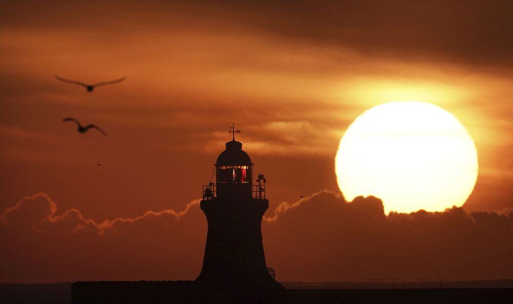 İngiltere'nin kuzeydoğu kıyısındaki  South Shields Feneri