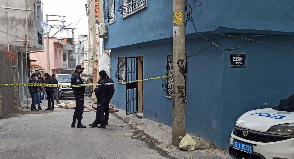 İzmir'de boğazı kesilmiş halde bulunan kadının ölümüyle ilgili gözaltına alınan 3 kişiden biri olan oğlu tutuklandı