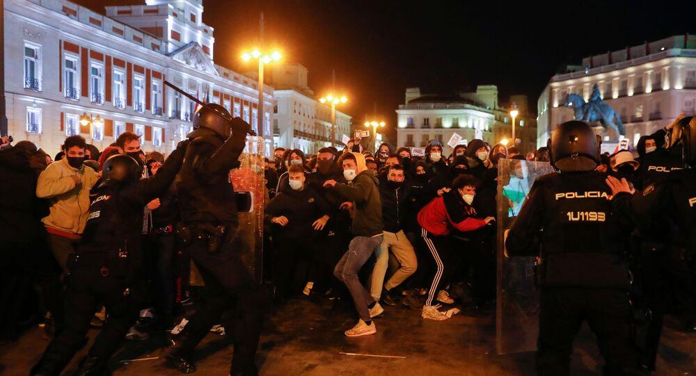 İspanya'da tutuklanan rap sanatçısı Hasel'e destek için düzenlenen gösterilere polis müdahale etti