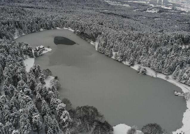 Gölcük Tabiat Parkı ve Abant Tabiat Park'ındaki göllerin buzla kaplanan yüzeyleri havadan görüntüsüyle de mest etti.