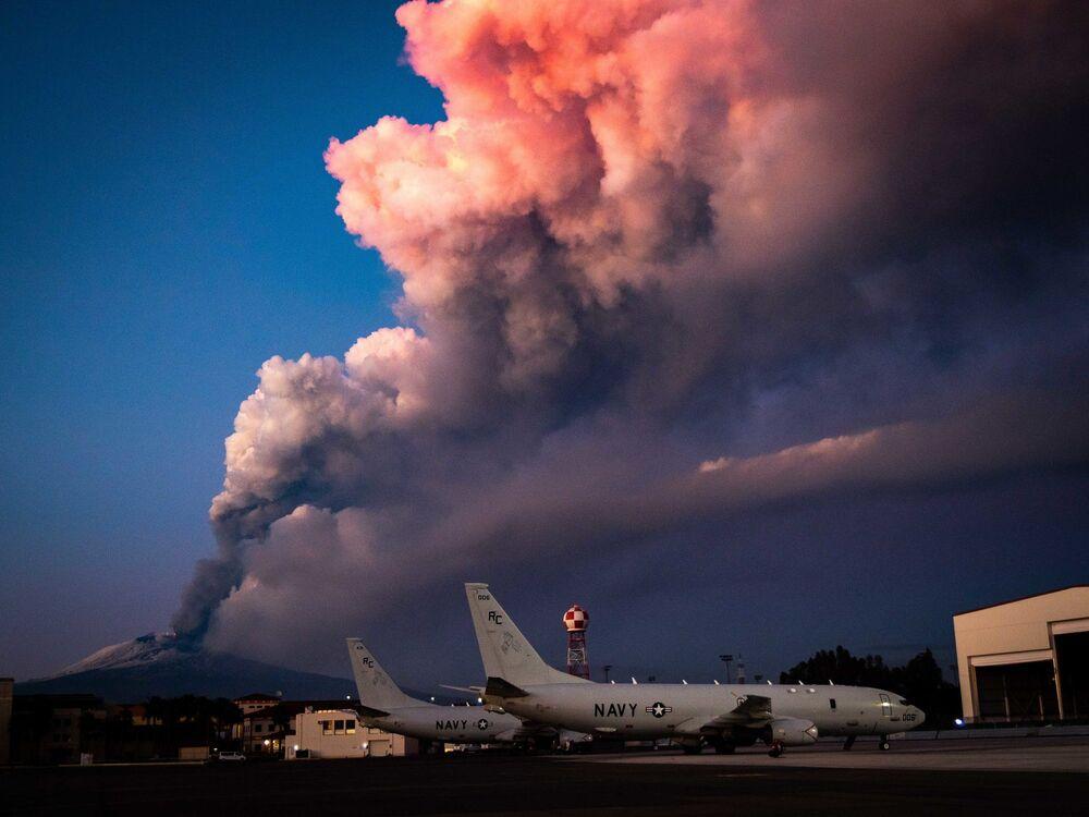 Katanya'nın Fontanarossa Havaalanı'nda acil durum ilan edilerek tüm uçuşlar durduruldu