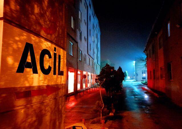Edirne'de KYK yurdunda karantinada bulunan 40 kişi gıda zehirlenmesi şüphesiyle hastaneye kaldırıldı.